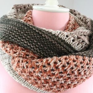 LOOK Accessories - Chunky Knit Infinity Scarf by LOOK